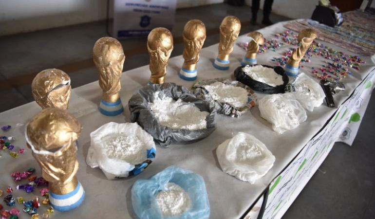 """Trafican drogas en Mundial Rusia 2018: Los """"Narcos de la Copa"""": traficaban droga en trofeos futbolísticos falsos"""