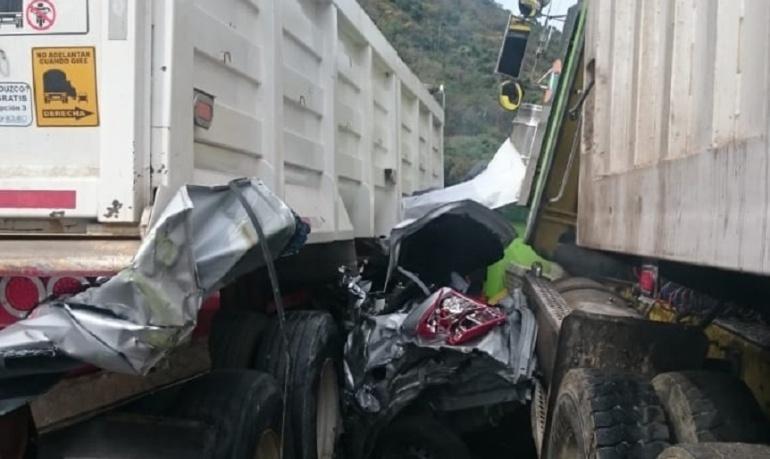 Accidentes de transito: Cerrada vía Girardot - Bogotá por accidente de tránsito