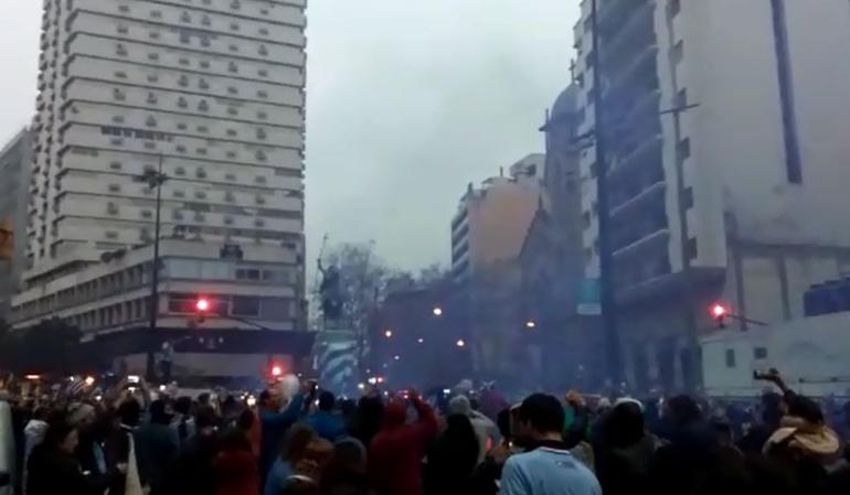Celebración Uruguay: ¡Locura: Así celebraron en Uruguay el pase a cuartos de final!
