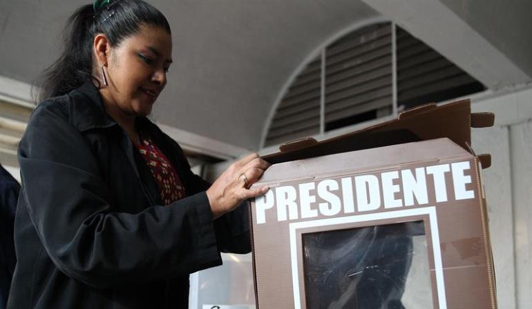 Elecciones México: Abren los colegios electorales en una jornada histórica para México