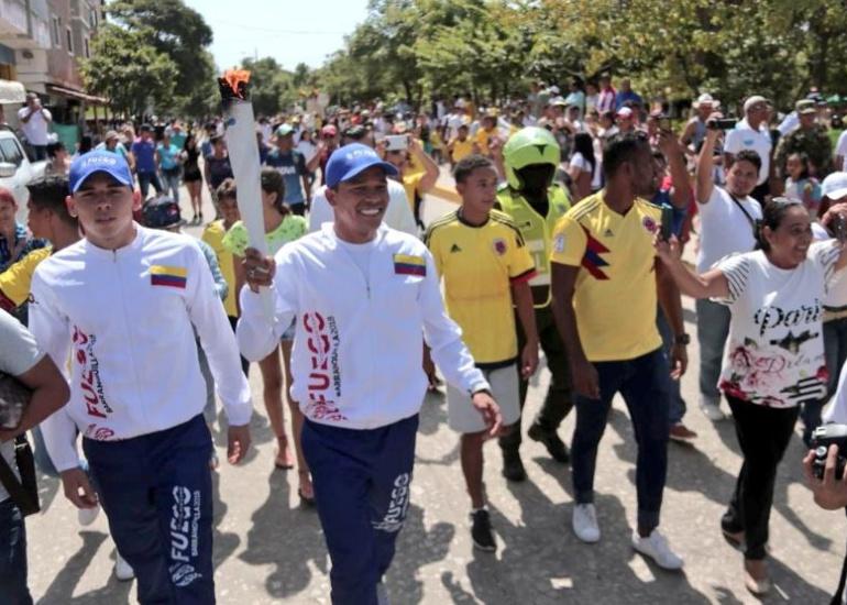 juegos Centroamericana y del Caribe carlos bacca: Bacca lleva la llama Centroamericana y del Caribe a Puerto Colombia