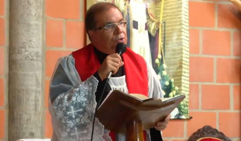 Polémica por injerencia en política de un sacerdote: Ramiro Arango el cura antiuribista 2.0