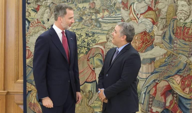 """Rey de España Duque: """"Le mandan saludos"""" Duque con el Rey de España revienta las redes"""