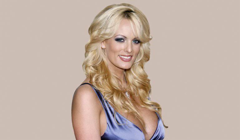Detienen a actriz porno que mantiene pleito judicial con Trump