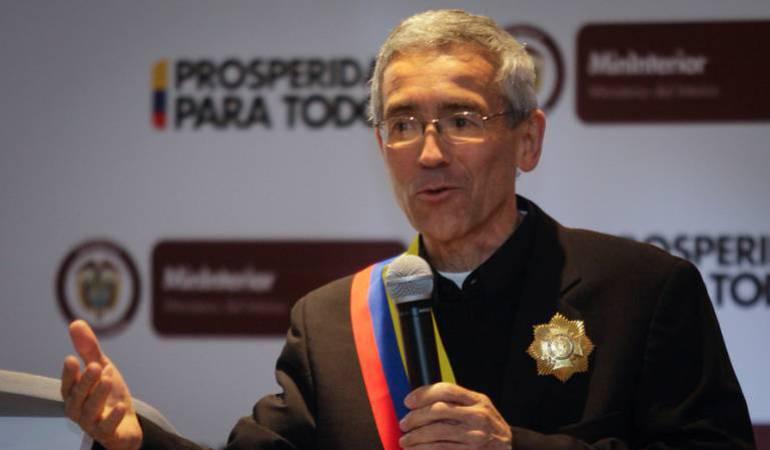 Proceso paz ELN: Padre de Roux denuncia montaje en su contra sobre el ELN