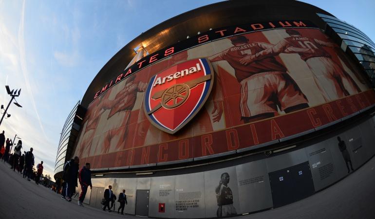 Equipo del Arsenal de Inglaterra es estafado por empresa de autos