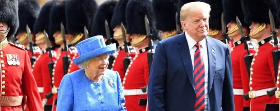 Los mensajes de la reina Isabel II a Trump a través de sus broches