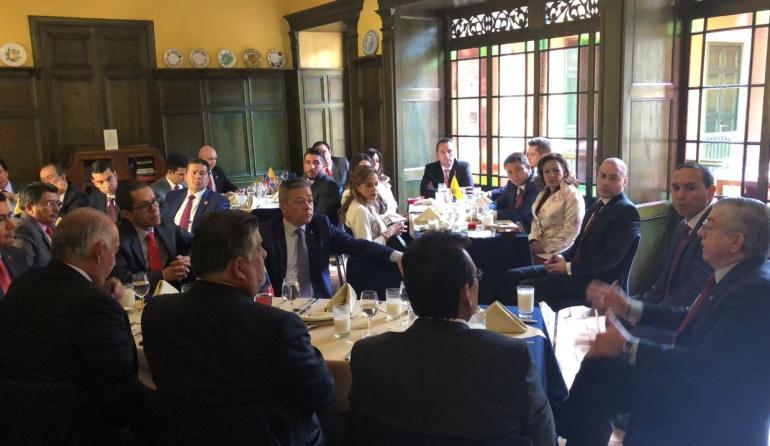 Nuevo Congreso: La U y Cambio Radical se reunieron con Gaviria y Uribe