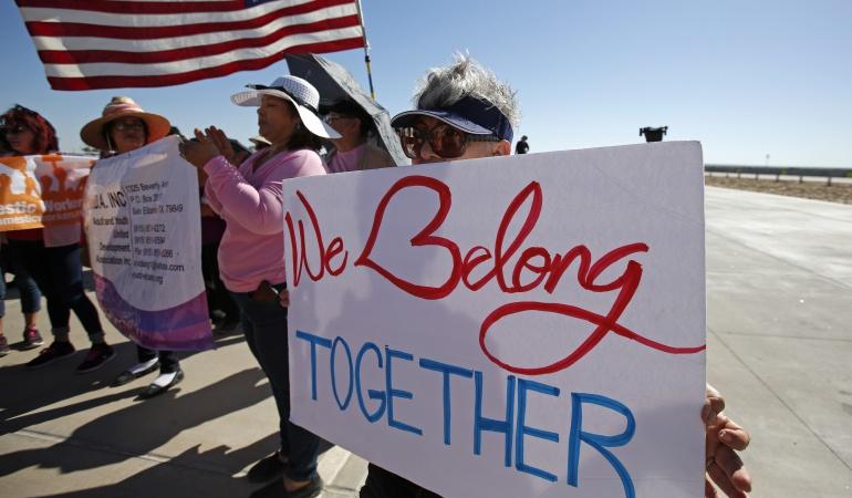Política tolerancia cero: EE.UU. solo ha reunido 450 niños migrantes con sus padres
