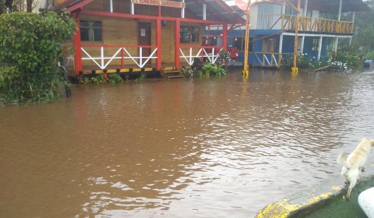 Emergencia por lluvias: Se desbordó la Laguna de la Cocha