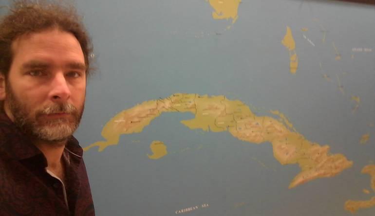 "Academias de escritura: Escritor cubano se ""venga"" de corrección política de academia de EE.UU."