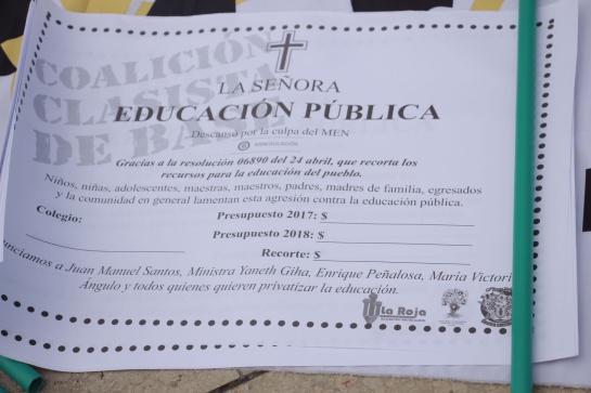 """Maestros aseguran que recorte de presupuesto """"enterró"""" la educación pública"""