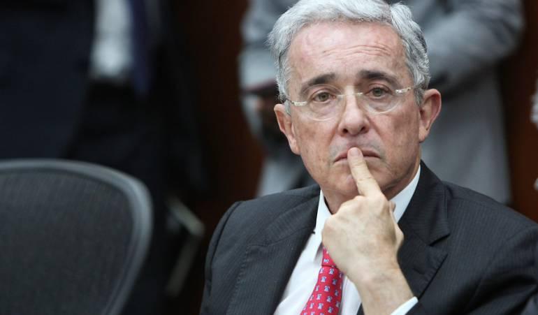 Renuncia Álvaro Uribe al Senado: Partido Farc sugiere a Uribe someterse a la JEP
