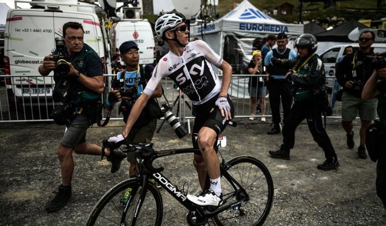 Un policía confundió a Froome con un turista y lo tiró de su bicicleta