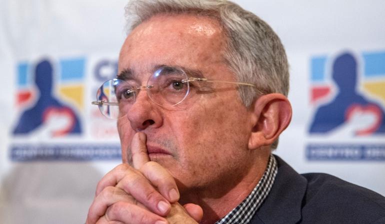 Caso Uribe: Presidente del Senado ya tiene la carta de renuncia de Uribe
