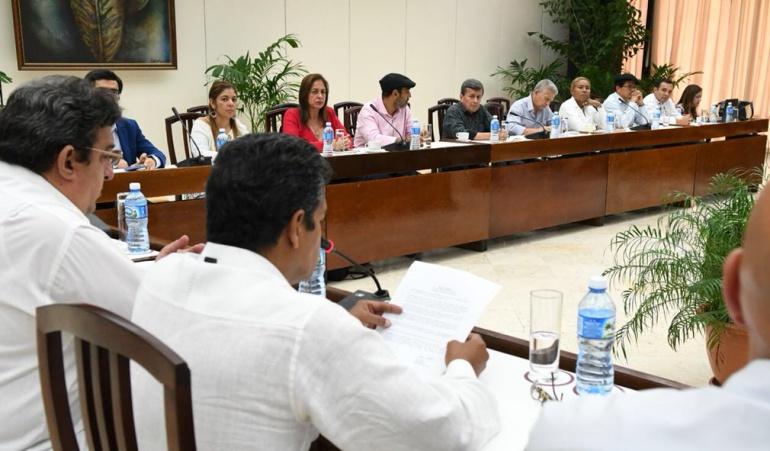 Canciller colombiana viaja a Cuba para diálogo con ELN