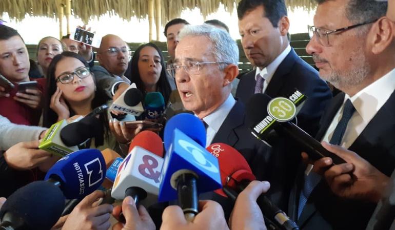 #UribeResponde: #UribeResponde el numeral que divide a Colombia