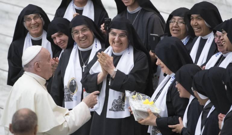 "Iglesia católica: Papa tacha al dinero, las drogas de ""ídolos de supermercado"""