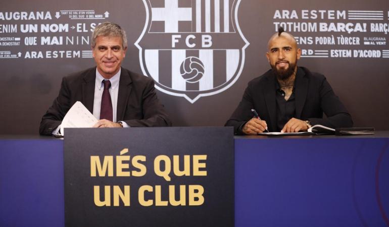 Arturo Vidal Barcelona: Arturo Vidal pasó los exámenes médicos y firmó su contrato con el Barcelona