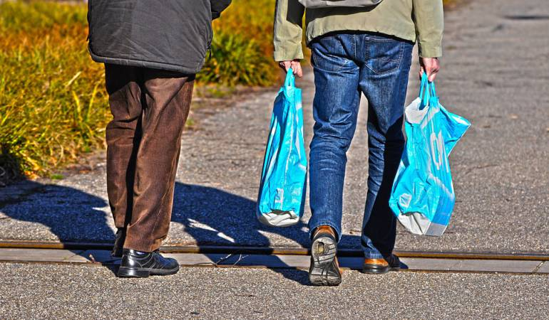 Bolsas plásticas.: MinAmbiente destaca reducción del 30% en el consumo de bolsas plásticas