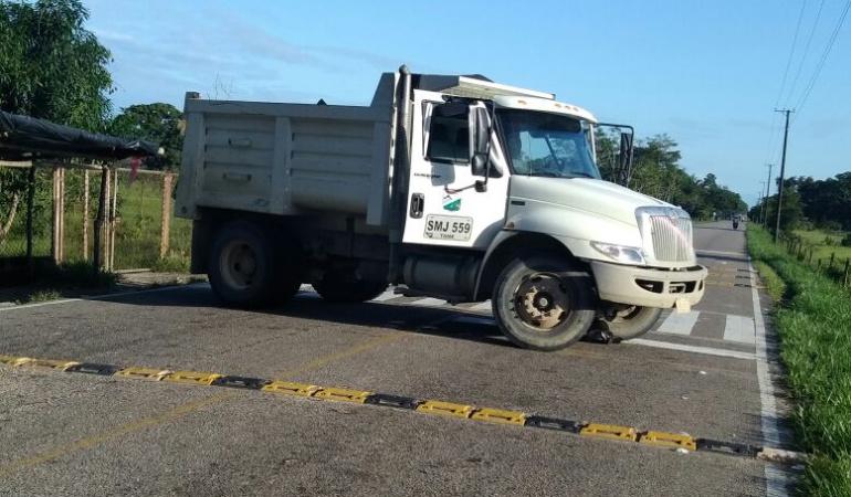 Volqueta que impidió el paso desde Fortul hasta Tame en Arauca