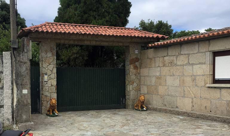 La fachada de la vivienda de Manuel Charlín.
