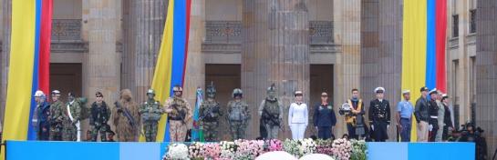 Militares en la posesión