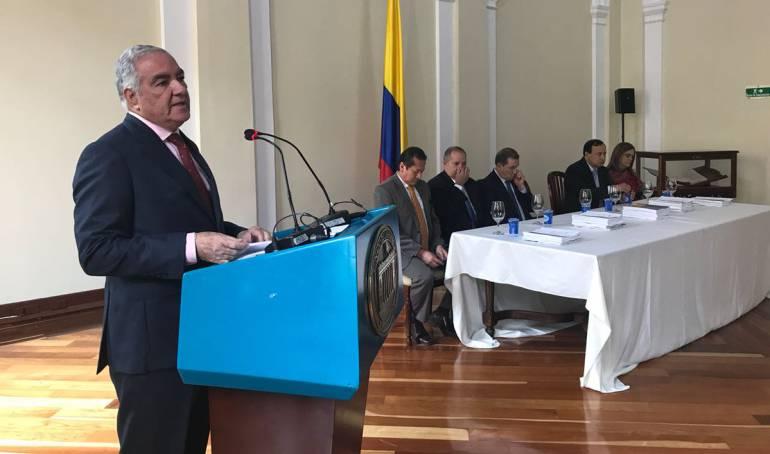 """Corrupción en Colombia: Contralor: En Colombia hay una """"manada de elefantes blancos"""""""