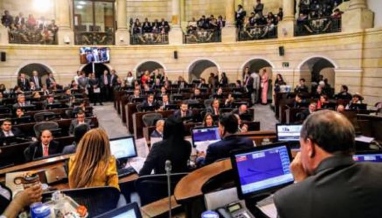 La oposición le sacó el retrovisor a Uribe