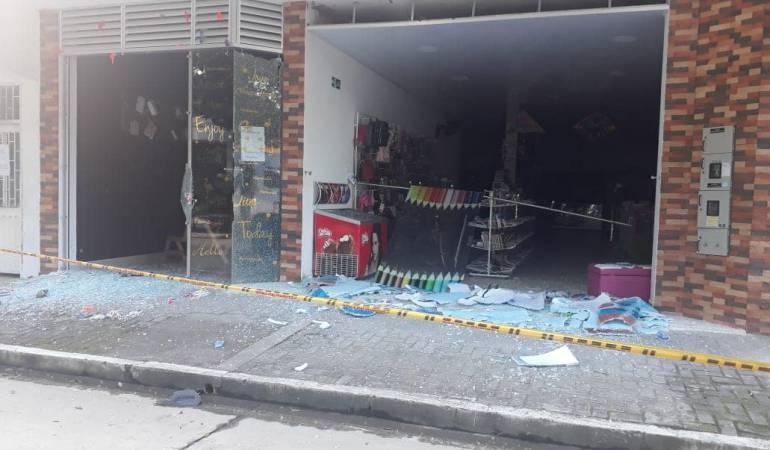 Atentados bomba: Daños materiales en sector comercio de Saravena por explosión de granada