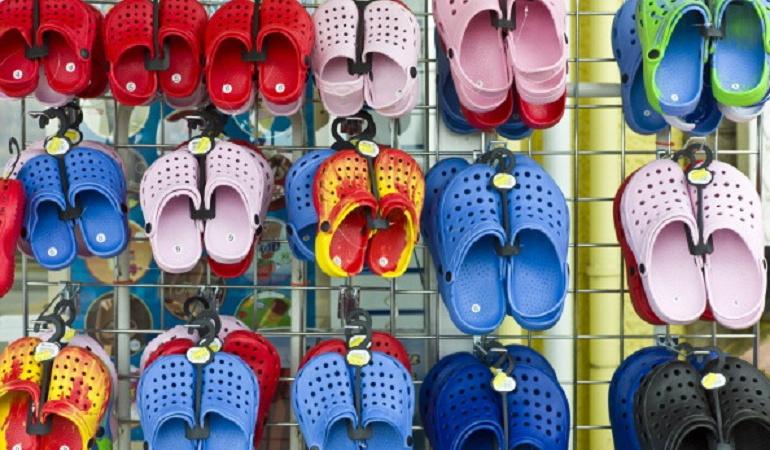Crocs con tacones: Elegante pero informal, la nueva versión de los Crocs