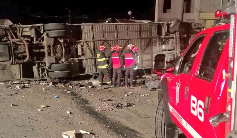 Accidente de autobús internacional deja 22 muertos y 18 heridos en Ecuador