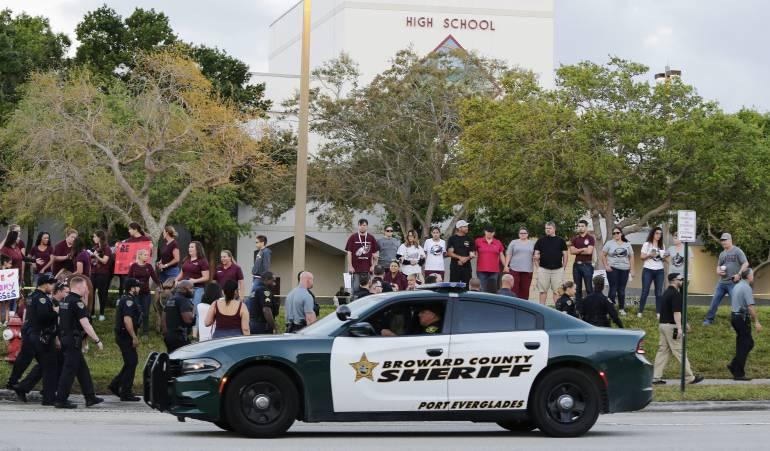 Tiroteos terroristas: Estudiantes de Florida vuelven a clases después de tiroteo en su escuela