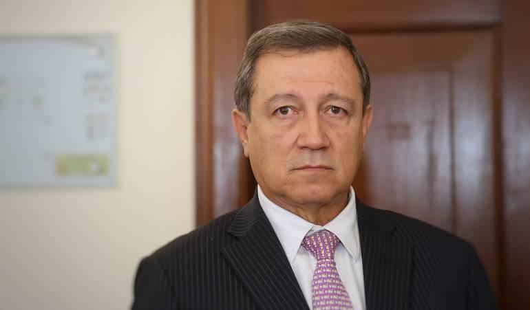 Macías remitió a la comisión de acusaciones salida del país de Santos