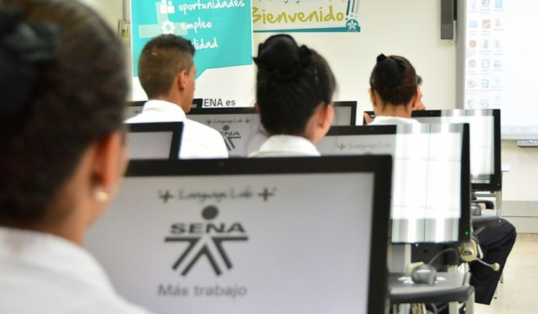 Becas estudiantiles: Sena ofrece 300.000 cupos para estudiar inglés gratis