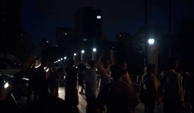 En Caracas exigieron restablecer el servicio de energía