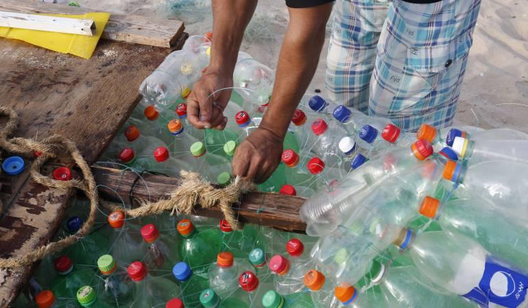 Plastico en los oceanos: Plástico y pesca las verdaderas amenazas de los océanos