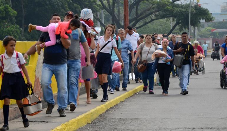 Canciller de Colombia visitará frontera con Venezuela