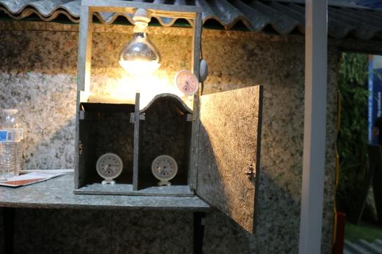 Proplanet convierte envases tetrapack en tejas y mobiliario