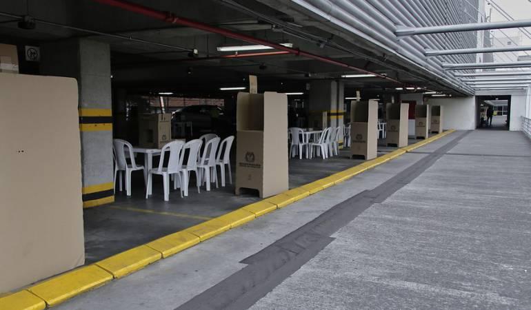 Foto de archivo de las mesas de votación