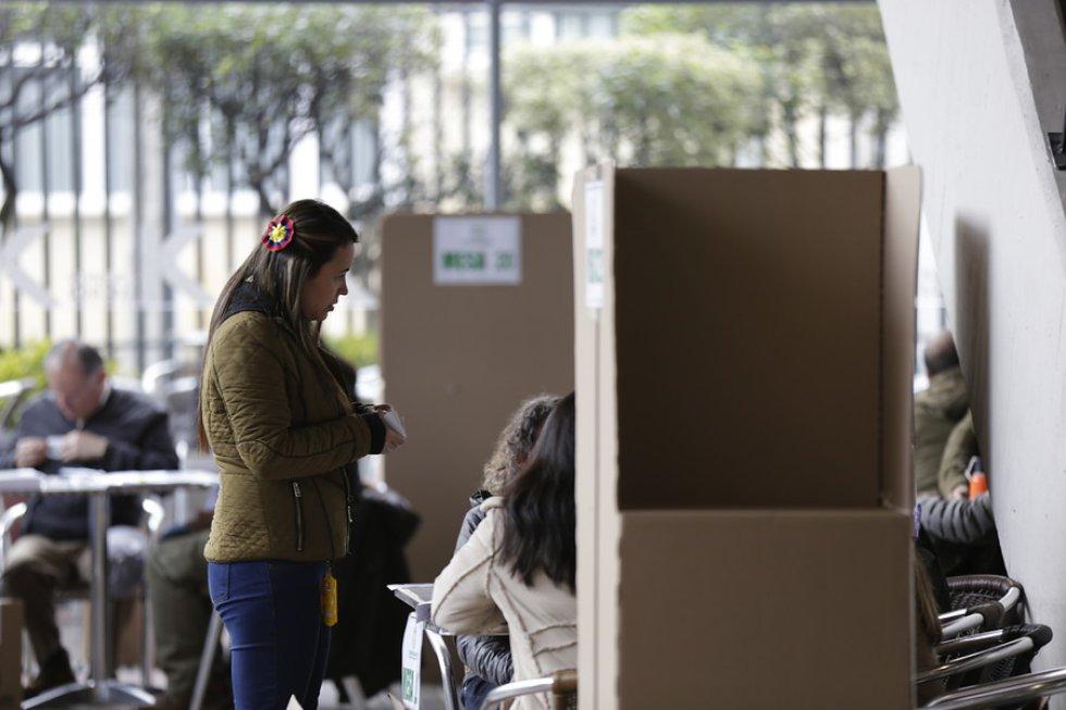 El ministro de Defensa, Guillermo Botero, informó esta mañana que se habían trasladado 192 puestos de votación de la consulta anticorrupción, pero dejó claro que las razones no habían sido de orden público.