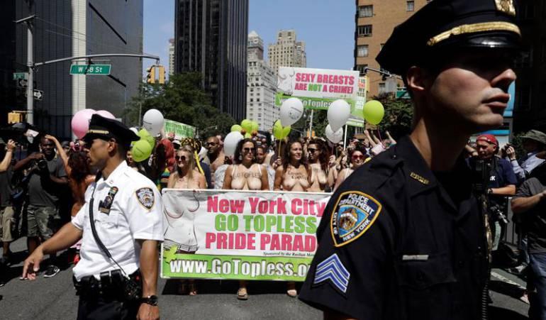"""Igualdad de género.: Mujeres de EE.UU. marchan en """"topless"""" por la igualdad de género"""