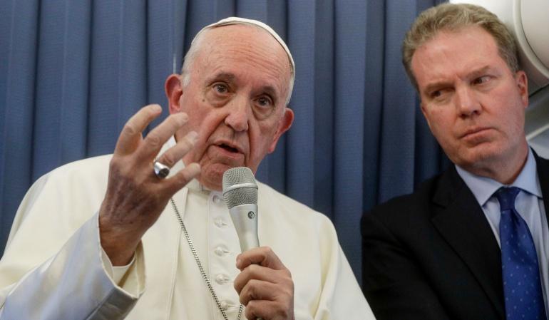 Papa Francisco en la rueda de prensa sobre que la homosexualidad se puede tratar con psiquiatría en niños.