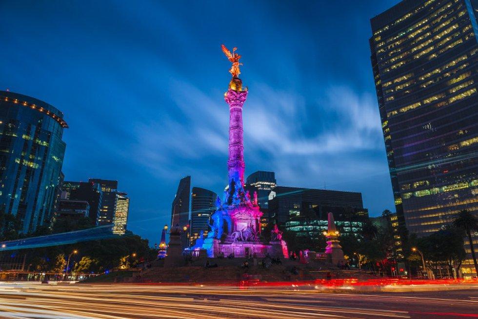 Este monumento inaugurado en 1910 para conmemorar el centenario de la Independencia de México es uno de los más emblemáticos de la Ciudad de México.