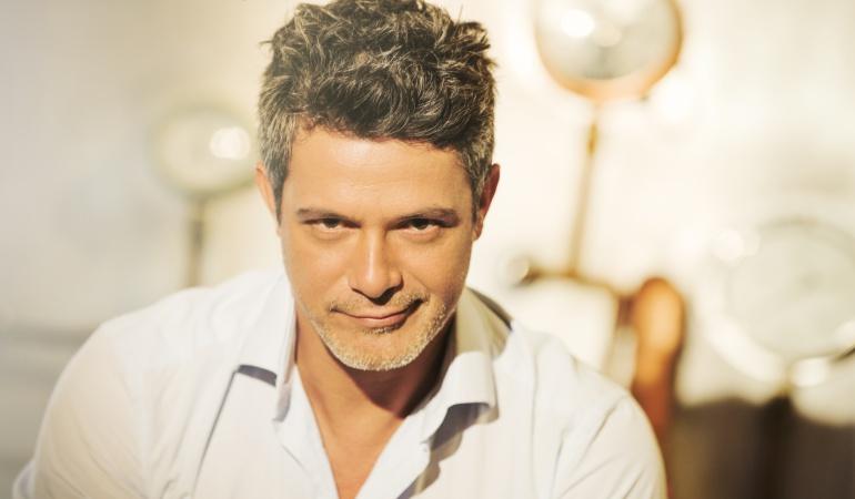 Alejandro Sanz le mandó una indirecta a Maluma por asegurar ser el primero en cantar en unos premios MTV en español y no fue así.