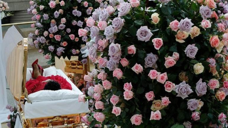 Restos de Aretha Franklin son exhibidos de forma pública en Detroit