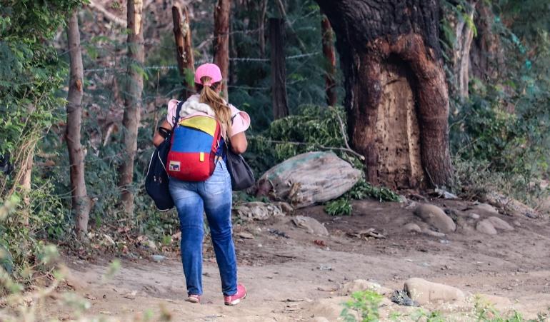 Caminantes venezolanos: El morral tricolor símbolo de la migración venezolana