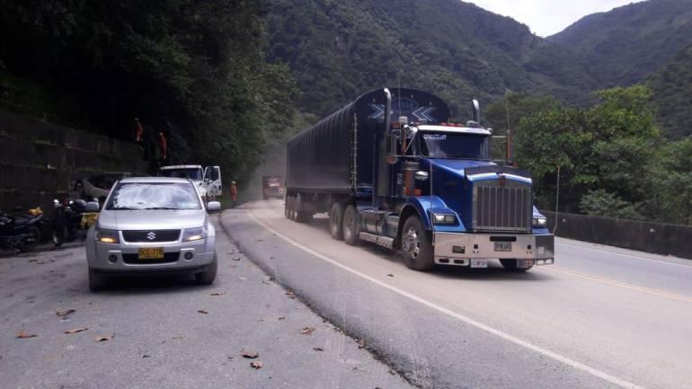 cierre vía Bogotá - Villavicencio: Mintransporte: Sismo causó deslizamientos en la vía Bogotá - Villavicencio