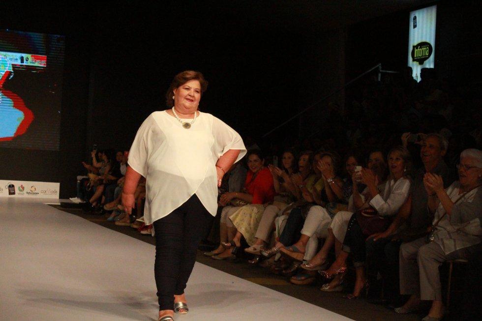 Por eso, la diseñadora Lina quiso invitar a las amigas de su mamá para que desfilaran sus diseño que identifican a una mujer real.