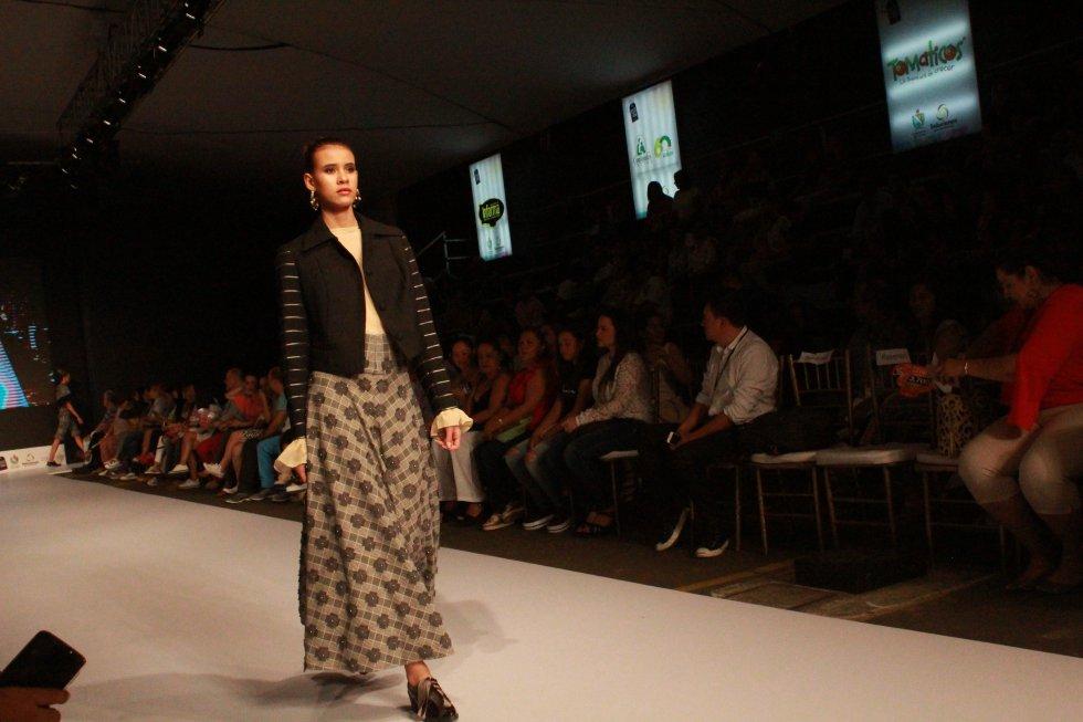 Por otro lado, la cuota internacional Claudia Jiménez, de Perú, conquistó al público colombiano con sus prendas inspiradas en la diversidad femenina radicada en la cultura peruana.